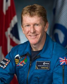 Timothy_Peake,_official_portrait