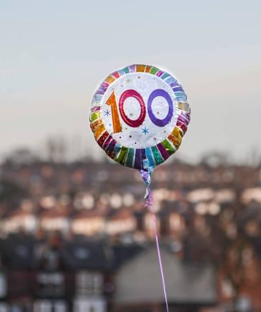 100 balloon