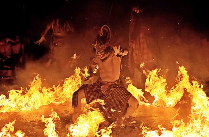 monkey-fire-dance-ubud-bali-asia