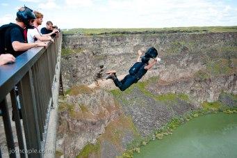 perrinebridge01australian-base-jumping