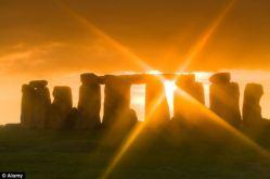 stonehenge-dawn