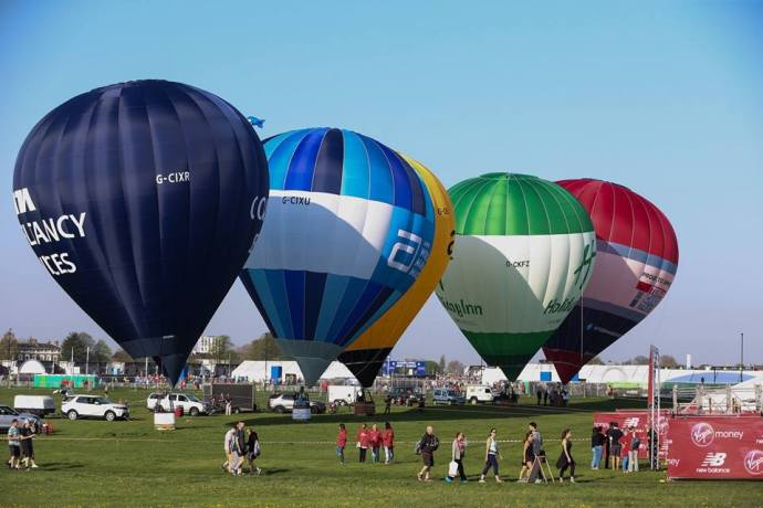 hot air balloons at start