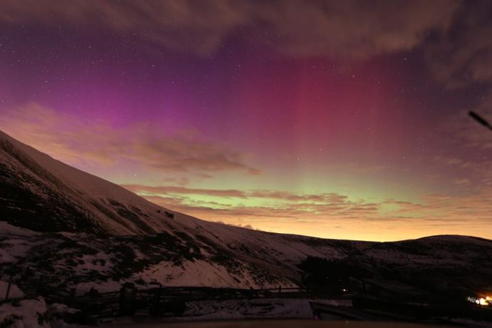 northern lights from mam tor