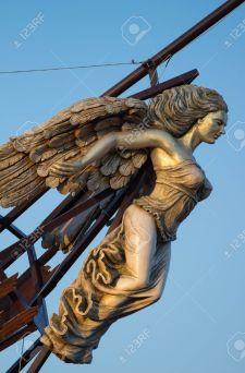 37749930-wooden-figurehead-on-the-broken-ship