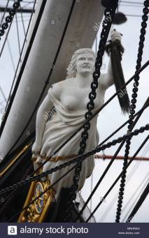 the-figurehead-a-carving-of-a-woman-on-the-cutty-sark-in-dry-dock-BRHRXH