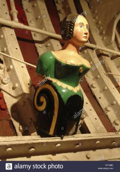 wooden-female-figurehead-displayed-inside-the-cutty-sark-famous-tea-DT12BD