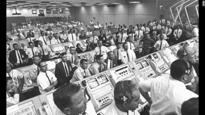 190718164009-08-apollo-mission-flight-controllers-kennedy-space-center-exlarge-169